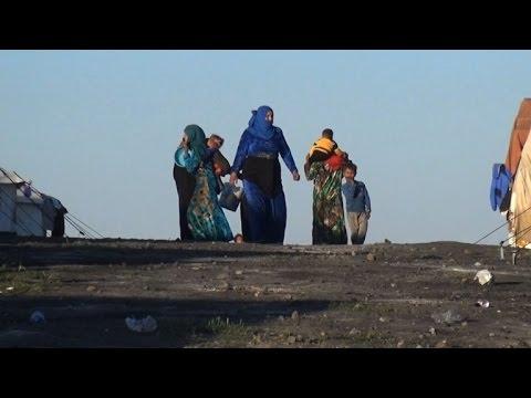 آلاف السوريين يفرون من المعارك الدائرة في مدينة الرقة