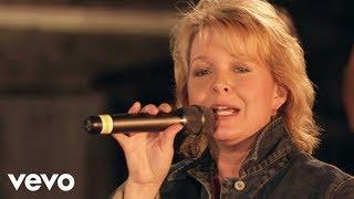 Bill & Gloria Gaither - Eastern Gate [Live] ft. Sheri Easter