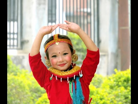 Amazing 6 yrs Girl (Dikshya Thakuri) Dancing on Kunti Moktan's Song