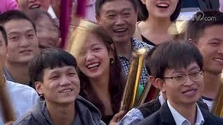 [喜上加喜]节目抢先看 真实案例!横着看电视可以增进夫妻感情!| CCTV综艺