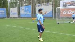 Уникальные кадры с тренировки: удар Халка после отпуска!(Unique video from first FC Zenit training day, first Hulk's shot on goal after vacation!, 2015-06-26T06:44:51.000Z)
