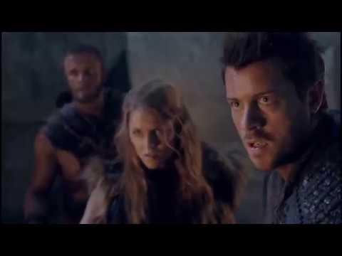 Сериал Спартак.  Цезарь поджигает ворота города и впускает римлян
