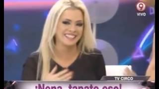 Beto casella le toca las lolas a Alejandra Maglietti