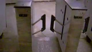 Турникет в метро взбесился