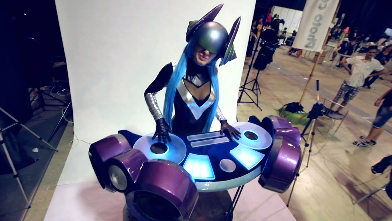 DJ Sona Cosplay from League of Legends | Aniventure 2015 ...