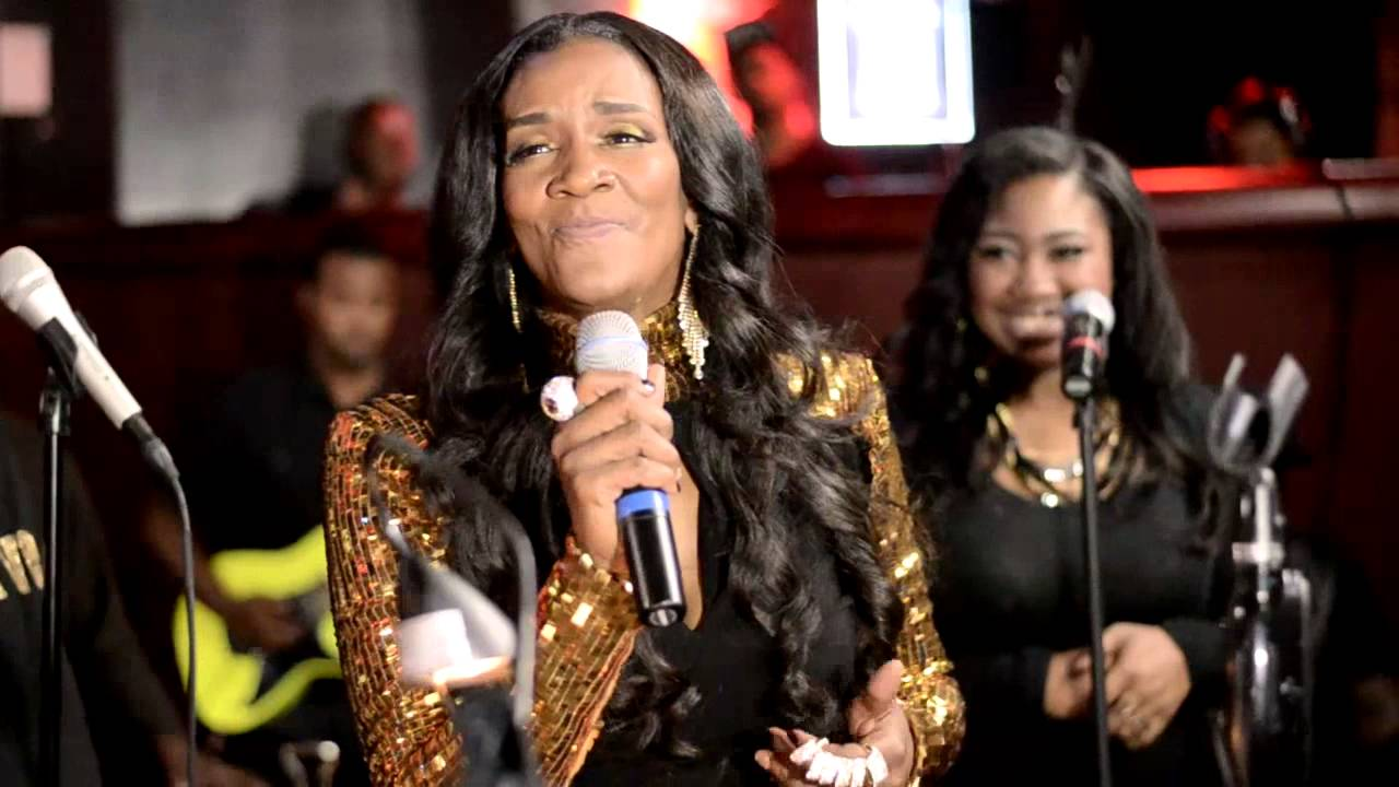 Momma Dees Tooth Falls Out During Performance The Rickey Smiley