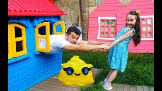 Cute daddy and Öykü playing funny kid video