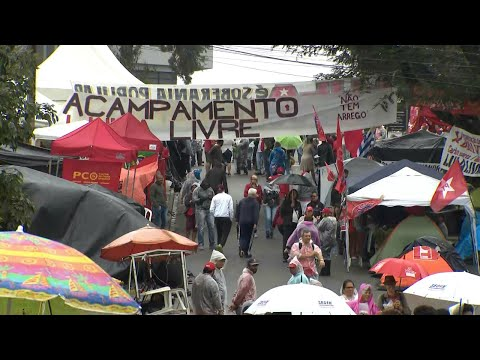 Manifestantes mantêm acampamento em apoio a Lula em Curitiba | SBT Brasil (14/04/18)