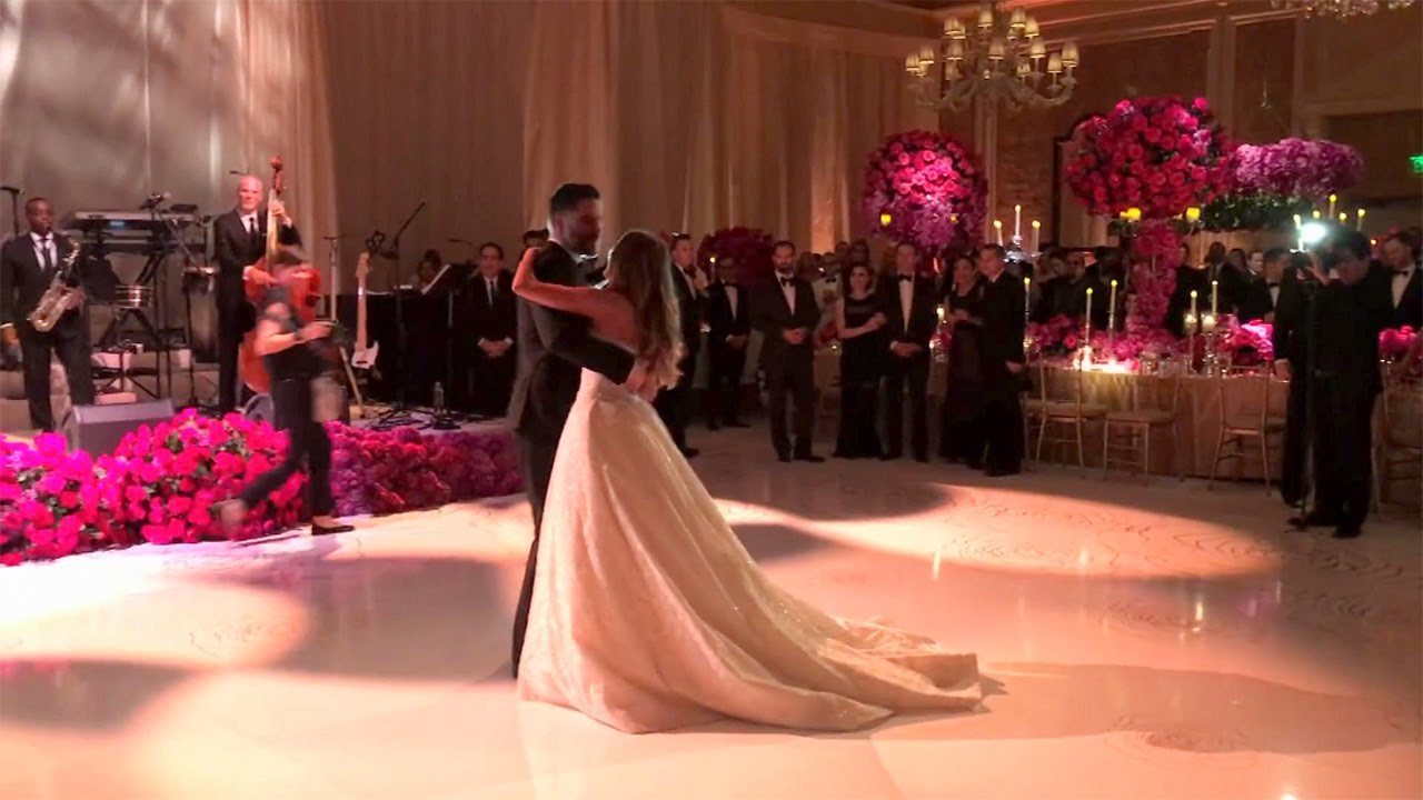 Sofia Vergara S Wedding Serenade Youtube