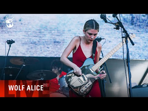 Wolf Alice - 'Beautifully Unconventional' (live At Laneway Festival)