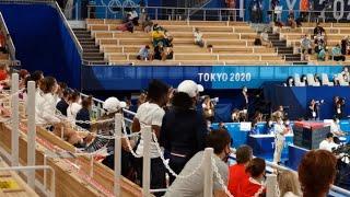 Снявшаяся с Олимпиады Симона Байлз пришла поддержать российских гимнасток в финале
