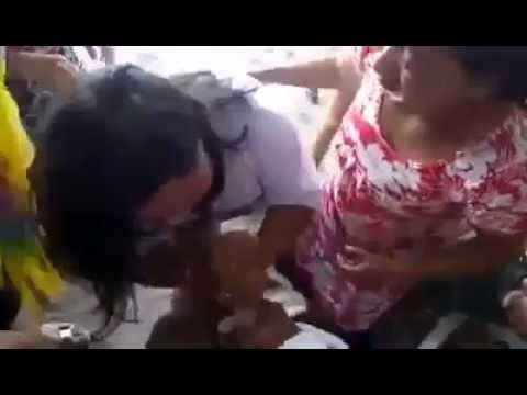 VIDEO LUCU!!! Lomba 17an Seru Bikin Ngakak Ibu-Ibu Ngocok Anunya Om Om..