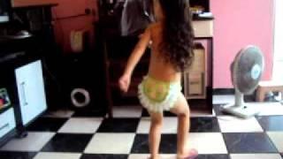 Nicolly dançando super pop