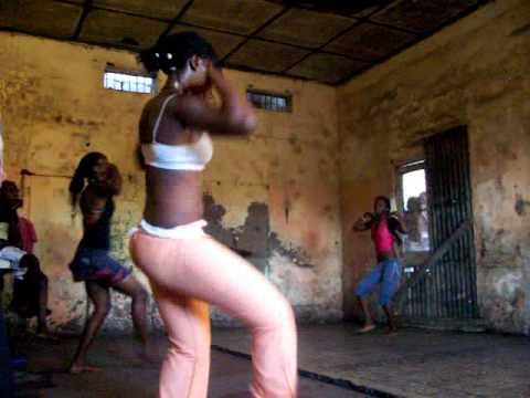 Machaka dance group rehearsing in Mafalala, Maputo (1)