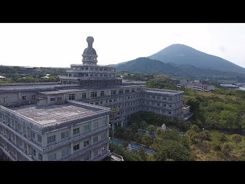 Abandoned Millionaires Royal Hotel With Cars And Everything