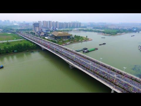 Tens of thousands join international half marathon in Yangzhou, China