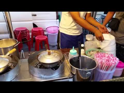 Street Food in Bangkok ; Shrimp Potted with Vermicelli ($2 USD)
