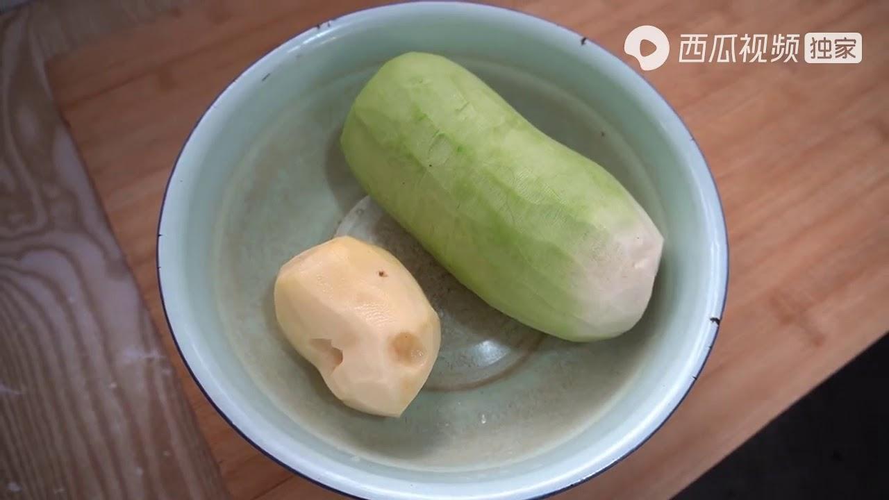 妈妈家常菜:又大又脆的萝卜,用面条做成美味的萝卜焖面超清版