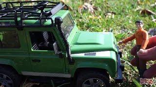 Машинки Bruder. Джип Land Rover Defender Обзор игрушки детям. Внедорожник Ленд Ровер. Bruder Toys(Сегодня маленький специалист расскажет о внедорожнике Land Rover Defender от Bruder. Джип копия реального автомобиля..., 2014-10-22T07:12:39.000Z)