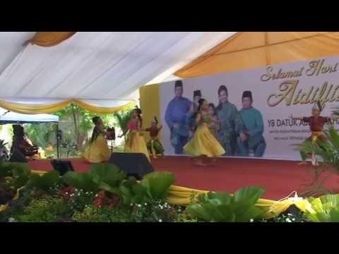 Traditional Malay dance on hari raya festival.