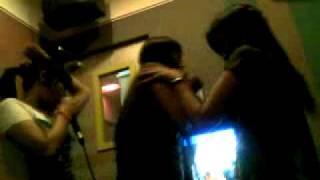 Repeat youtube video cewek karaoke gila.mp4
