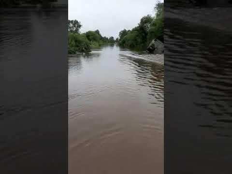 """В результате наводнения вездеход """"Урал"""" смыло с дороги в Приморье"""