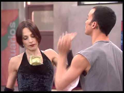 """UPA - Adela y Pedro interpretan """"Money, Money"""""""