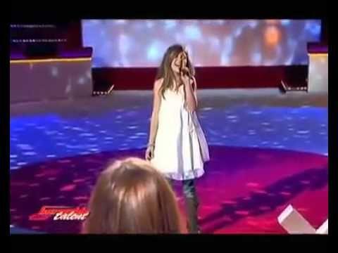 christina aguilera hurt by a amazing French girl