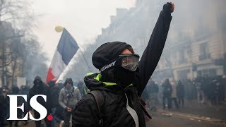 France strikes: thousands descend on Paris streets in protest