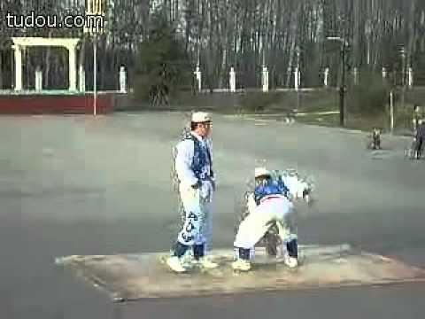 双人石锁表演The Stone Lock, demonstrated by Hui People