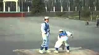 双人石锁表演The Stone Lock, demonstrated by Hui People