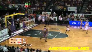 Kevin Tiggs dunk against the Sydney Kings