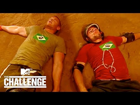 Derrick V. Wes In Pole Wrestle 🤼♂️ One Of The Best Eliminations In Challenge HISTORY | The Duel