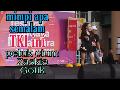 Download TKI beruntung di cium zaskia gotik konser taiwan Mp4 baru