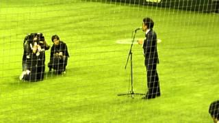 東日本大震災復興支援試合での試合前の鈴木雅之氏の国歌斉唱です。甘い...