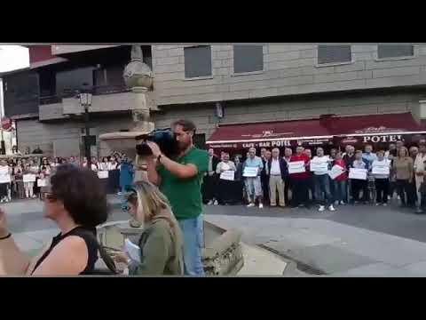 Valga muestra su repulsa por el triple crimen machista