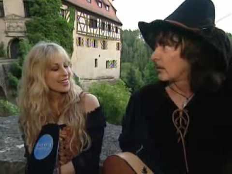 Blackmore*s Night Funny Interview: Blackmores Night iTunes = https://itunes.apple.com/us/artist/blackmores-night/id15133784 ,,,,,,,   Blackmores Night Funny Interview ! ;-)