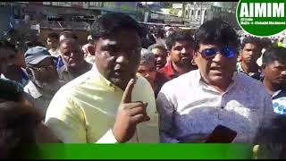 AIMIM Corporator Counselling Hawkers & Pushcart Vendors for the new place allotted