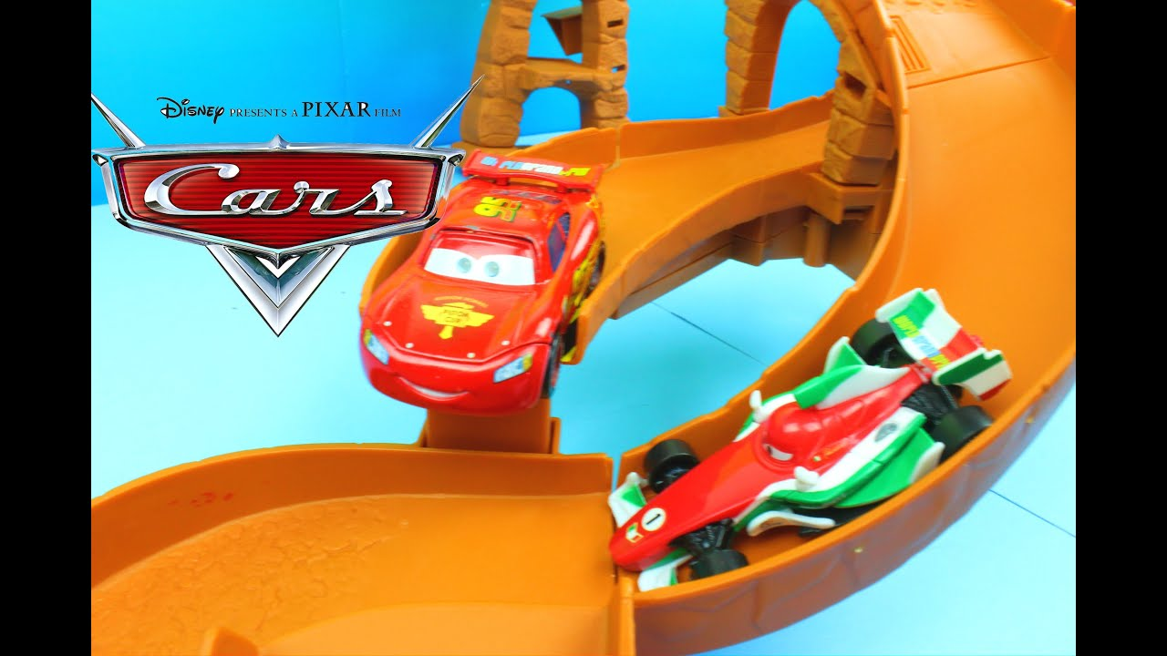 Disney Pixar Cars 2 Cliffside Challenge Track Set