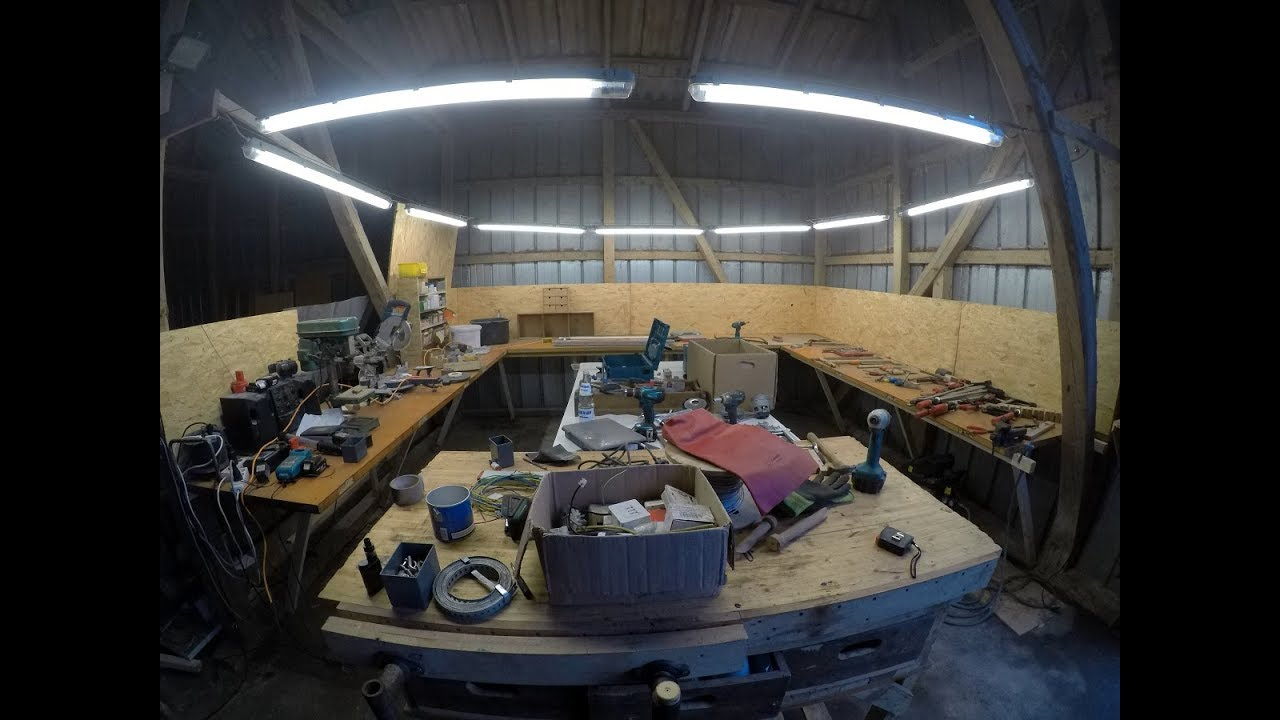 installing lights below a high barn ceiling [ 1280 x 720 Pixel ]