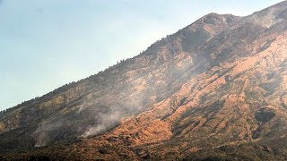 Download Video Asap Mengepul, Suara Gemuruh Menggelegar dari Perut Gunung Agung, Gempa 99 Kali! MP3 3GP MP4
