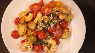 Теплый салат с молодым картофелем и креветками