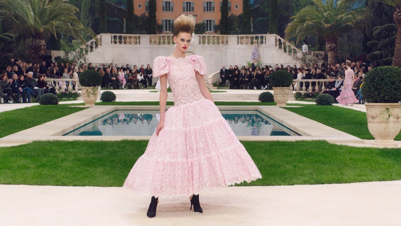 650d1deb The Spring-Summer 2019 Haute Couture Show — CHANEL - YouTube
