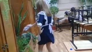 Приморские школьницы танцуют в поддержку ульяноских курсантов