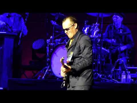Joe Bonamassa - Love Ain't A Love Song - 4/21/17 Royal Albert Hall - London