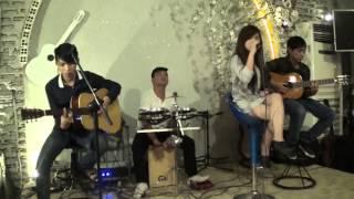 chỉ còn những mùa nhớ - cover by Hồng Nhiên guitarist: anh Tân,Quang, cajon: anh Trung
