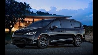 FAMILY CAR - 2019 Chrysler Pacifica Hybrid gets blackout treatment