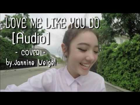 Love Me Like You Do - พลอย ชมพู [AUDIO]