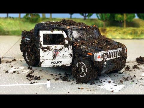 Видео с машинками. Полицейский Джип в грязи и пене