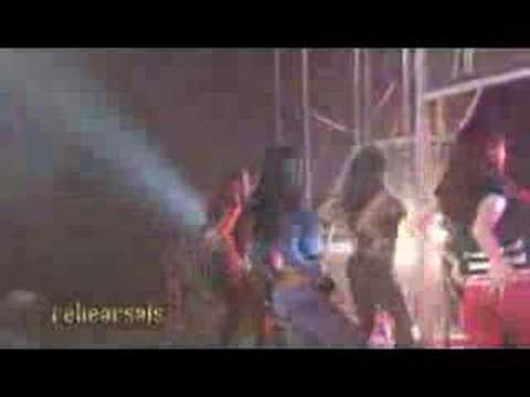 The Pussycat Dolls: Wait a minute live